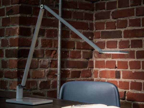 Lampe-led-bureau-ou-pied-mobilium-nouveaute-2019b