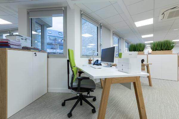 poste-de-travail-fauteuil-ergonomique-bureau-sur-mesure-mobilium-idf